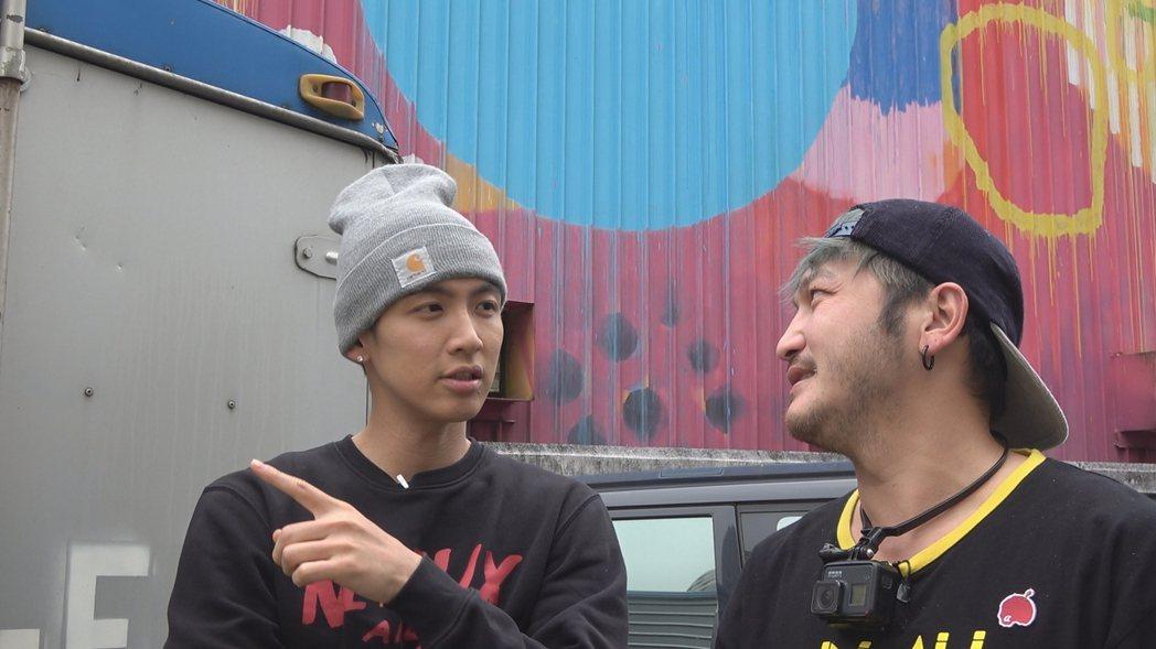 柯震東(左)上「綜藝玩很大」。圖/三立提供