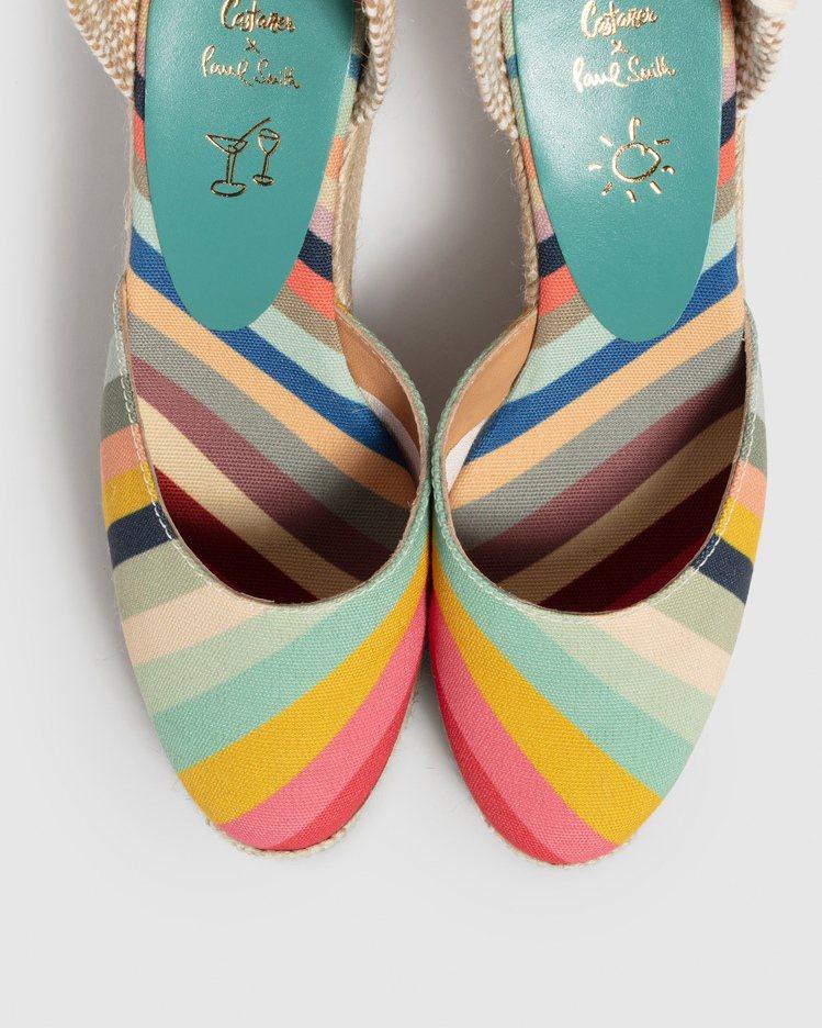 在彩色皮革鞋墊上壓印Paul親自手繪的太陽與雞尾酒杯塗鴉,彰顯可愛俏皮的品牌精神...