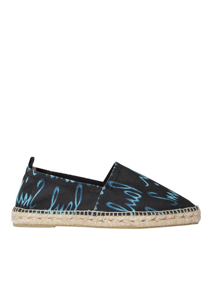 水藍簽名黑色帆布Pablo鞋款,7,800元。圖/Paul Smith提供