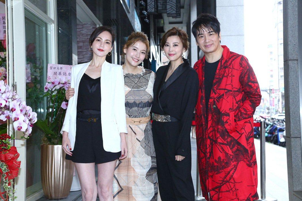 簡沛恩(左起)、方馨、張洛君為好友王樂妍美容SPA館開幕祝賀。圖/超級紅娛樂提供