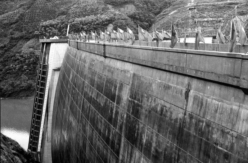 水情嚴峻不樂觀!就連有「水豪」之稱的翡翠水庫蓄水率今(24)日都已跌破六成,目前僅剩下59.7%,其餘桃園以南各水庫,更是幾乎各個都快見底了。圖/聯合報系資料照片