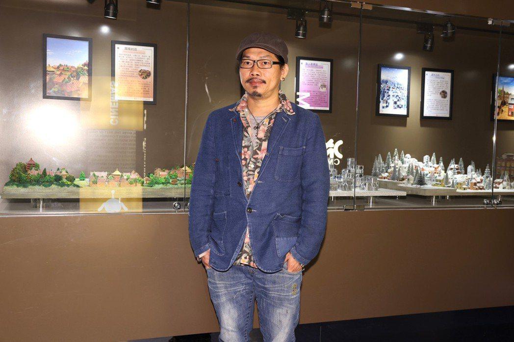 方文山出席「喜滿客絕色」活動,為影城打造「精靈世界」微型展覽。記者王聰賢攝
