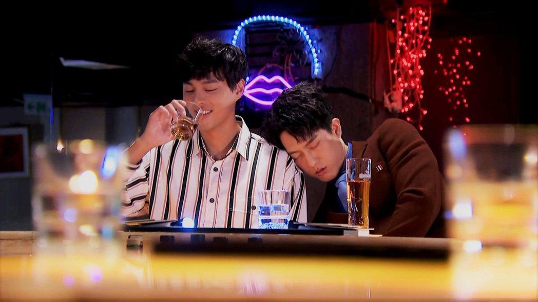 孫其君(左)、邱昊奇被網友湊對「鉛筆CP」。圖/三立提供