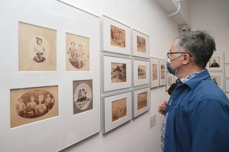 國家攝影文化中心台北館昨天舉行開館試營運記者會,展覽中涵蓋超過六百幅珍稀的早期台灣影像。記者蘇健忠/攝影