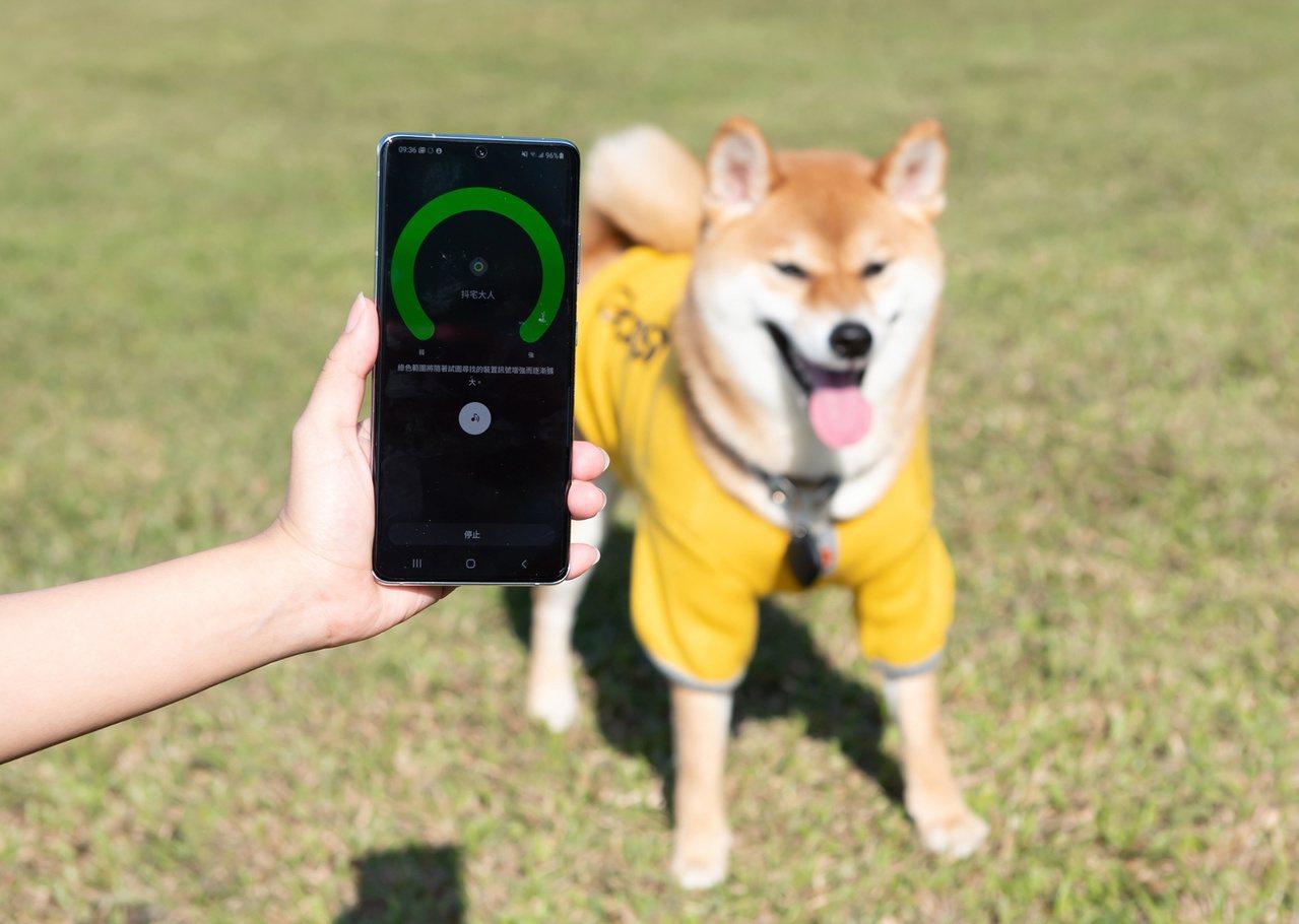 Galaxy SmartTag可繫在鑰匙、錢包,甚至是寵物身上,透過手機App輕...