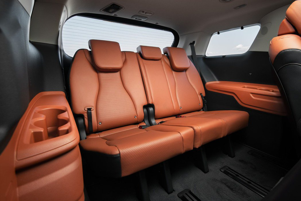 大改款美規Kia Carnival第三排座椅,圖為七人座車型。 摘自Kia