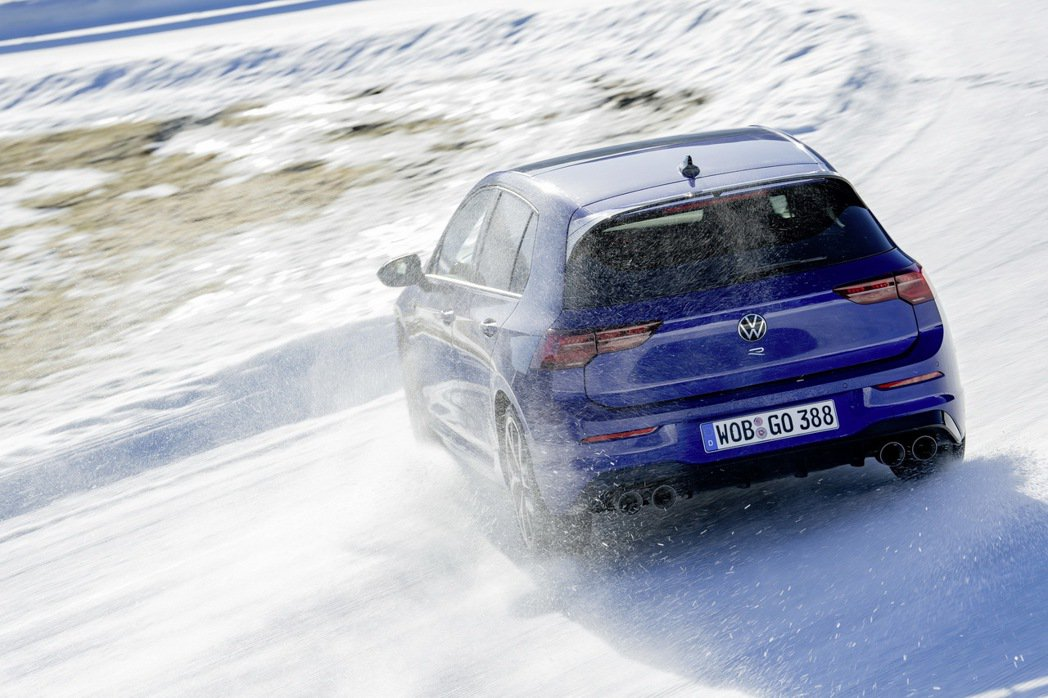 Golf R的甩尾模式讓Golf車系首度能體驗甩尾的樂趣。 圖/Volkswag...