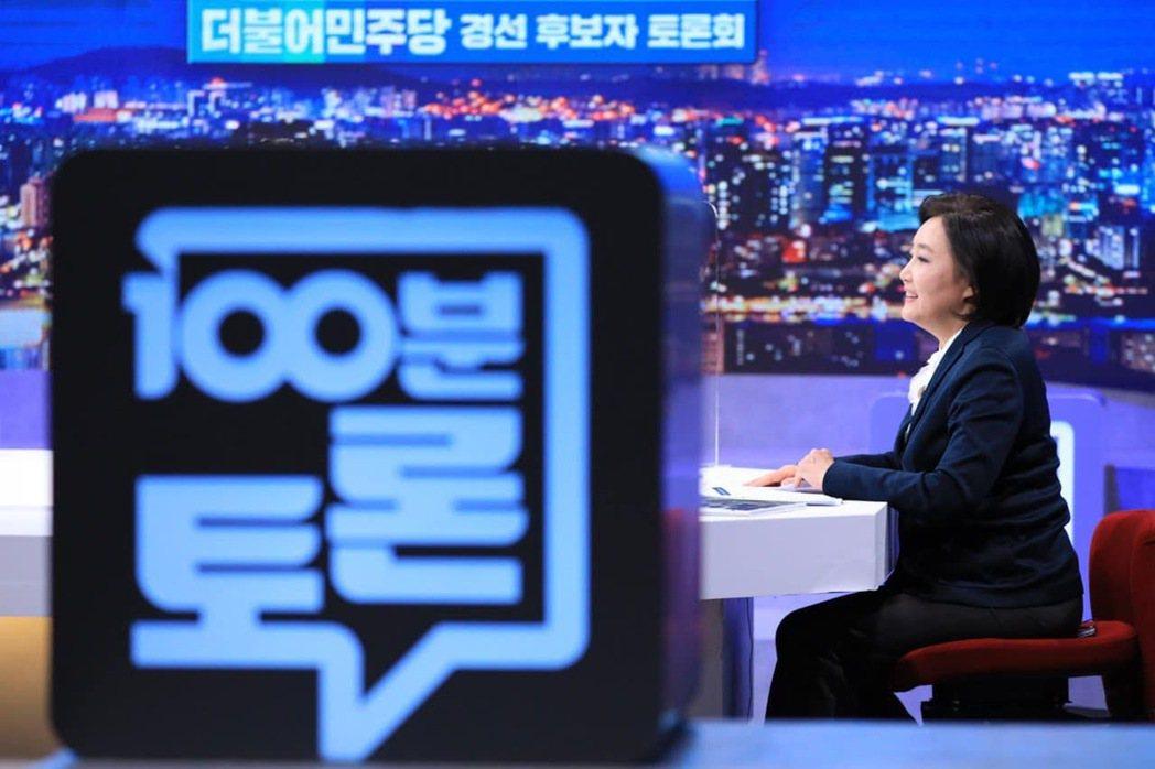 朴映宣是MBC主播出身,形象十分鮮明,任議員時,揭露與批判財閥和政商勾結毫不手軟...