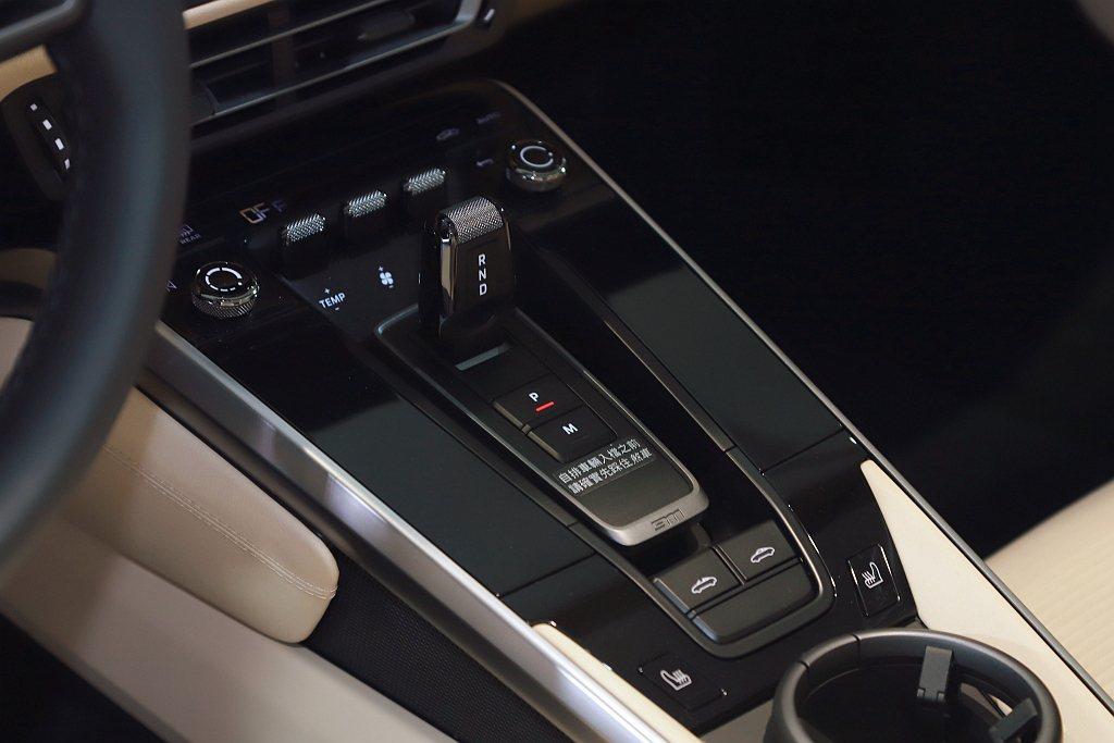 保時捷911 Targa 4S具備450ps的強悍動力,較前世代多出了30ps,...