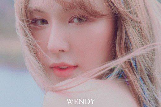 韓國人氣組合Red Velvet成員Wendy(孫承完)的首張個人迷你專輯《Like Water》將以雙主打曲的形式發售。25日,所屬社SM娛樂宣佈,Wendy(孫承完)將於4月5日發行雙主打曲的個...