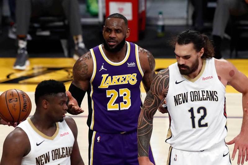 威廉斯(左)的球員效率值與平均得分竟然都比詹姆斯(中)還要高,這位在NBA才打了65場的重型坦克威力實在驚人。 歐新社