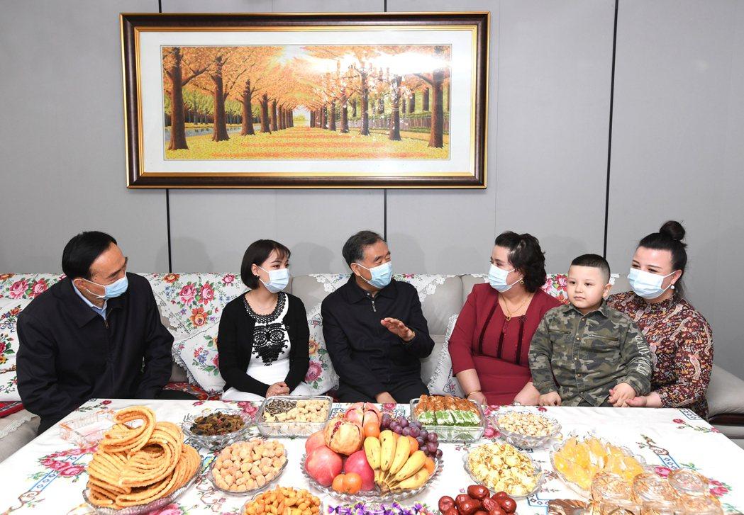 哈瑞明白絕大多數中國人是以自身對於新疆的感情及為新疆好的態度來看待新疆棉一事,但...
