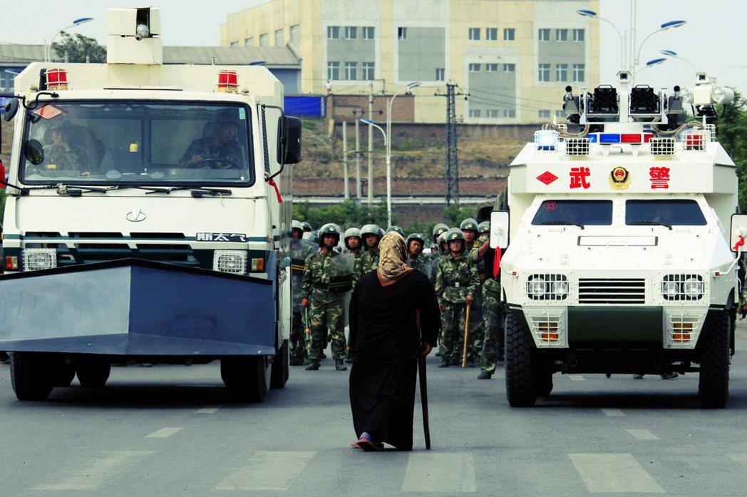 維吾爾族的困境屢屢成為西方世界與中國政府往來拉鋸的人權議題,與此同時,新的社群...