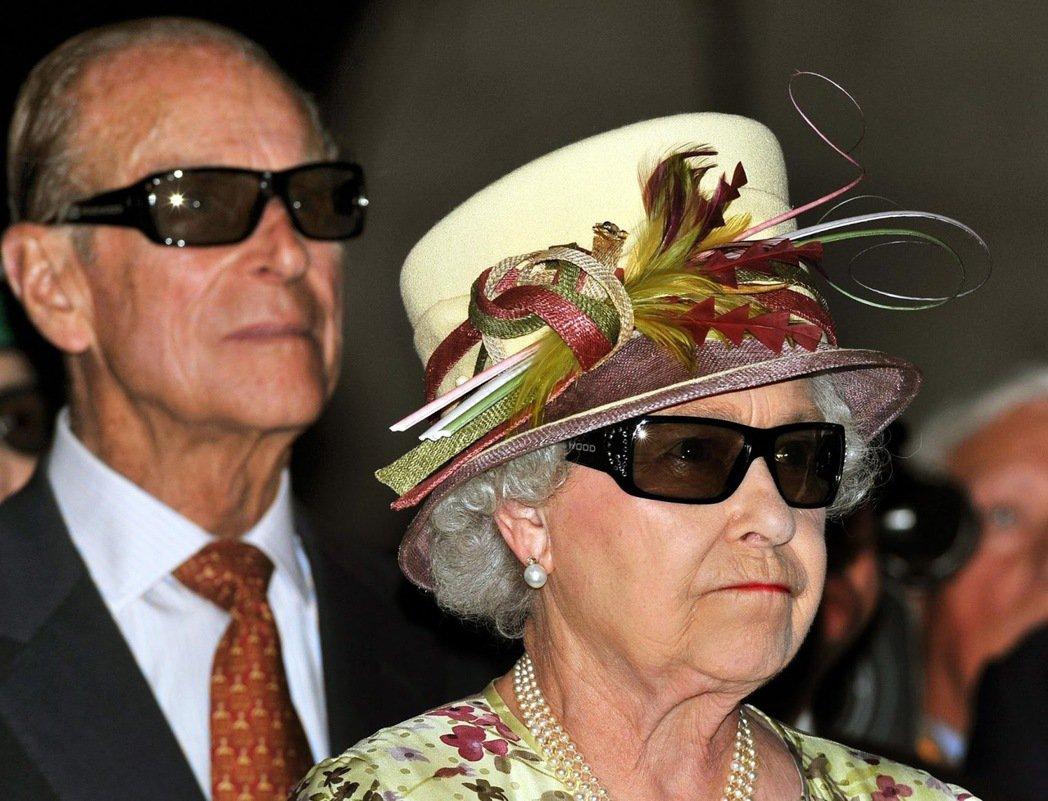 菲利浦的口不擇言與惡質冷笑話,一直是英國輿論譏諷的對象,對此女王也不知道翻了千萬...