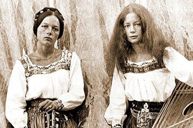 諾瑪的兩個女兒、也就是汪達斯的母親與小阿姨——安娜與馥勞克(Frauke Wer...