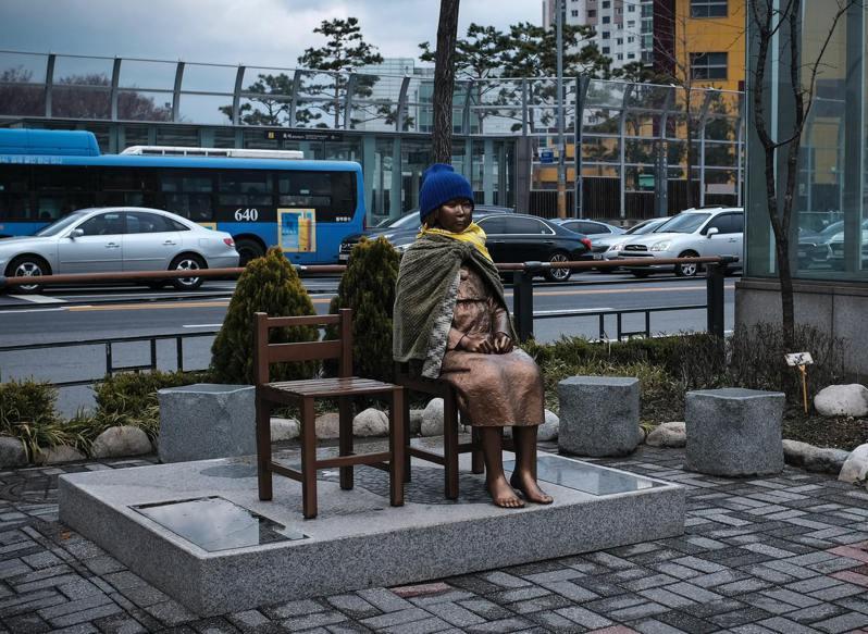 南韓首爾的慰安婦紀念塑像。(圖/Unsplash)