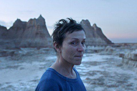 好萊塢又一重要獎項將年度最佳影片榮銜頒給「游牧人生」(Nomadland),推升這部片在奧斯卡金像獎奪下小金人的機會。「游牧人生」先前已獲金球獎肯定,如今又在線上舉行的美國製片人公會(Produce...