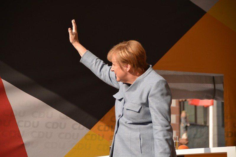 德國總理梅克爾罕見宣布取消原定4月初將實施的5天額外封鎖。(Photo by fantareis on Pixabay)