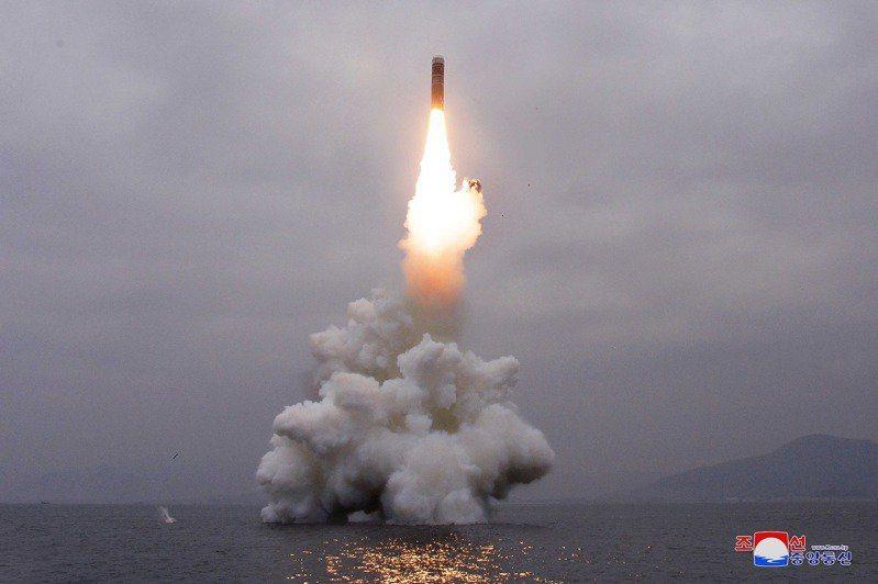 圖為北韓2019年10月試射潛射彈道飛彈。路透資料照片。路透