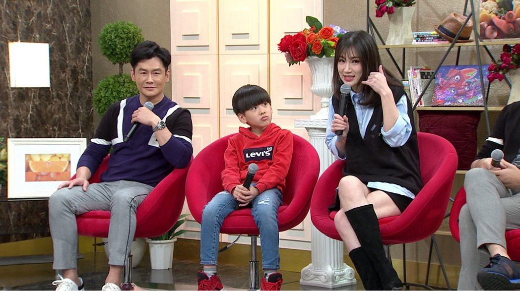 沈世朋(左)和老婆李新結婚10年,育有一子。圖/年代提供
