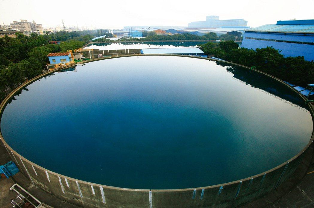 中鋼多年來勵行節水管理及回收水再利用工作,推動多項工程以降低原水耗用。(中鋼/提...