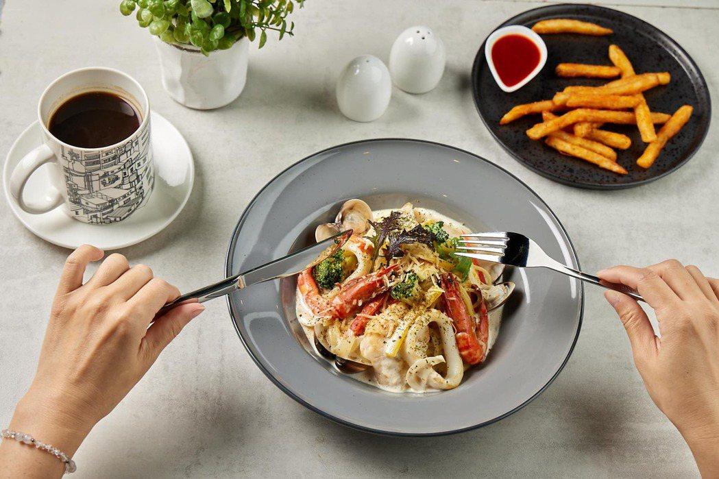 板橋車站「紀咖啡」普羅旺斯海鮮義大利麵推薦價320元。圖/環球購物中心提供