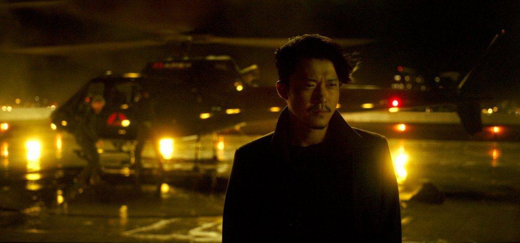 日本男神小栗旬首度進軍好萊塢,在「哥吉拉大戰金剛」飾演芹澤蓮,是劇情關鍵角色。圖...