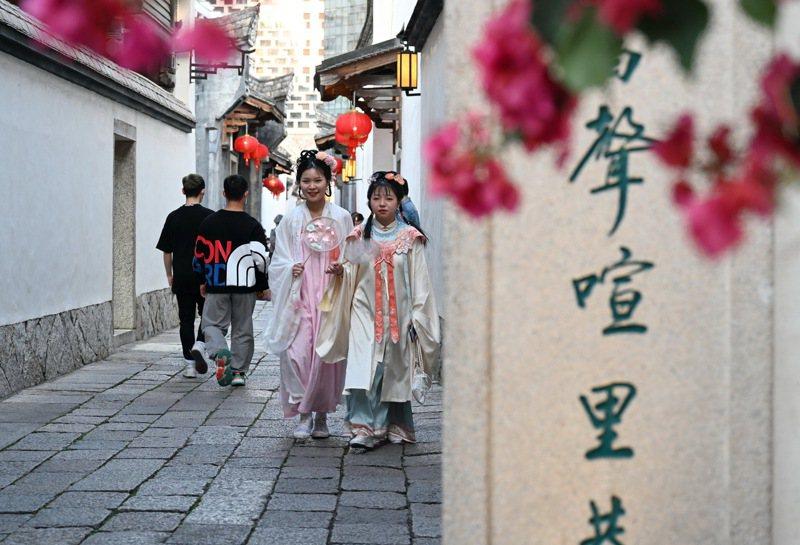福州市鼓樓區的三坊七巷是中國歷史文化街區,圖為福州三坊七巷的郎官巷。(新華社)