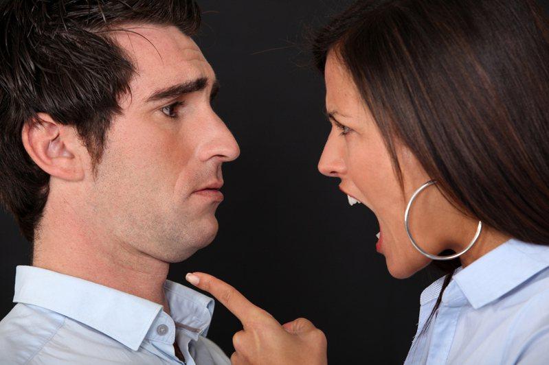 一名男子用爺爺遺產買房,還登記在單親老媽名下,讓女友生氣了。圖為示意圖,非新聞當事人。 圖片來源/ingimage