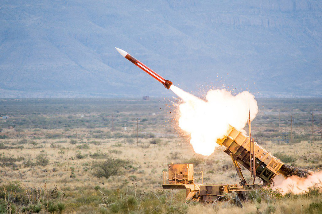 目前氮化鎵主要仍用於商用領域,但未來軍事系統的運用將大幅提升。圖為雷神愛國者飛彈。 圖/Raytheon