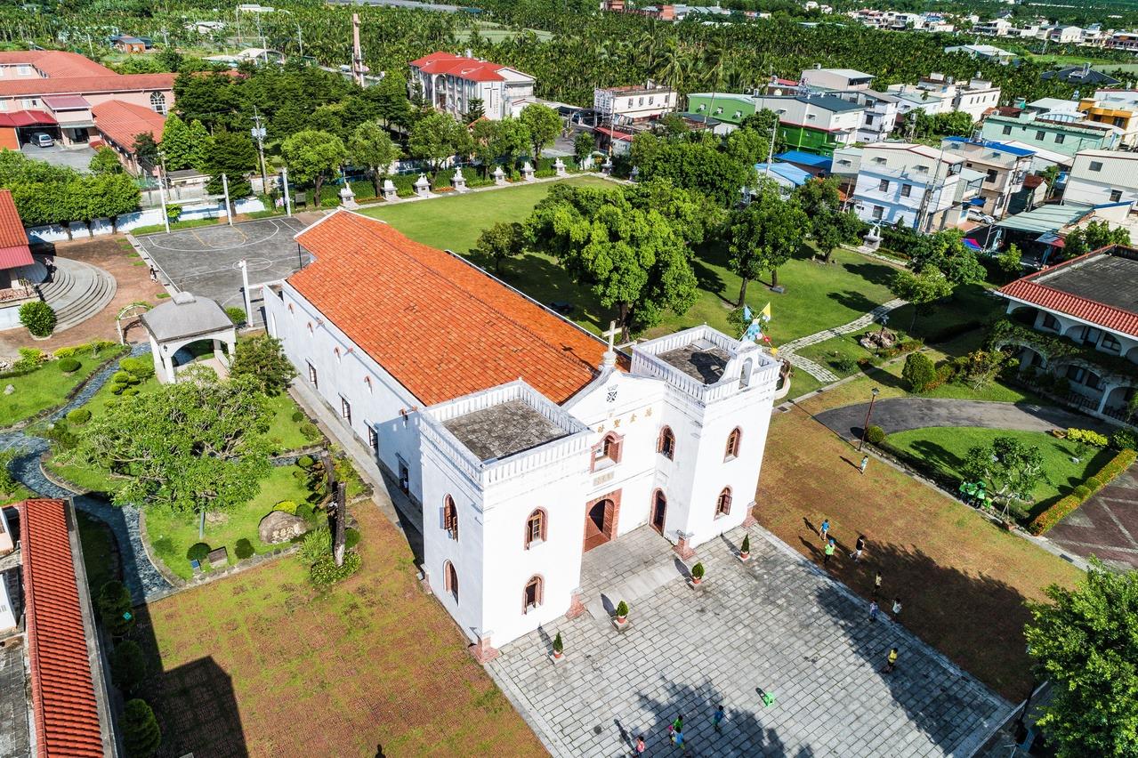 「山林自行車道」可行經擁有150年歷史的萬金聖母聖殿。 圖/屏東縣政府提供