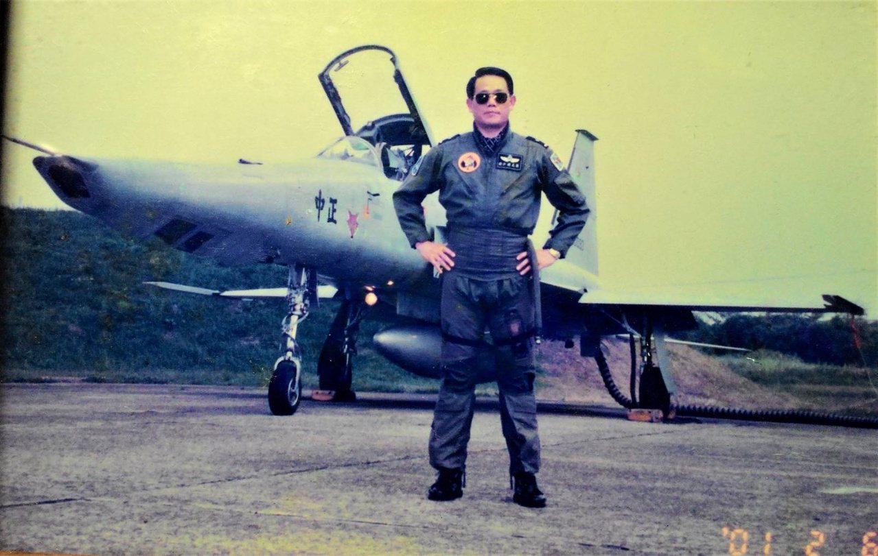 梁玉飛曾在桃園空軍基地指揮部,擔任少將指揮官。 圖/梁玉飛提供