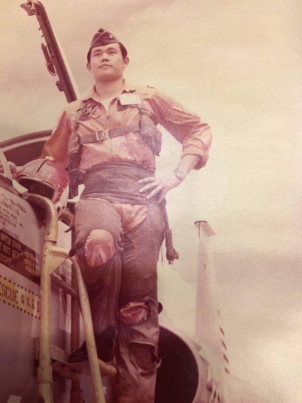 梁玉飛曾在第5聯隊擔任中尉飛行官。 圖/梁玉飛提供