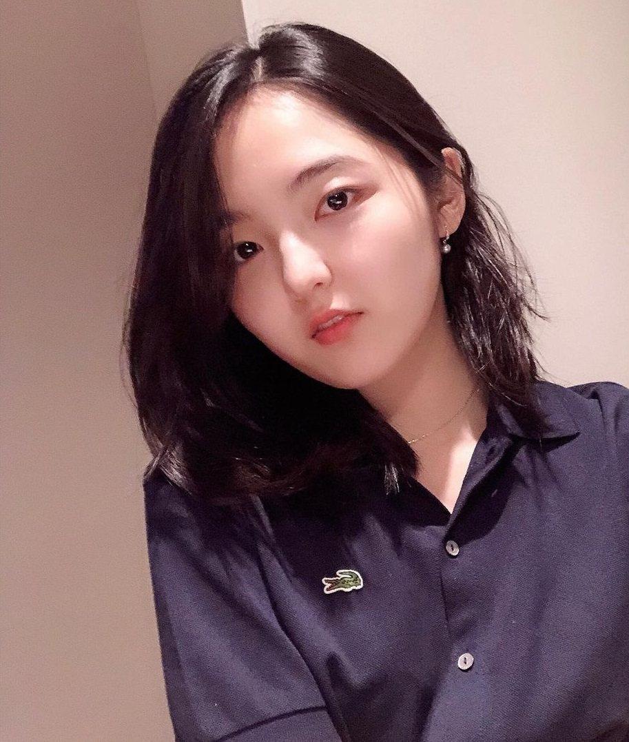 徐信愛發聲講述中學時期遭(G)I-DLE穗珍言語霸凌。圖/擷自IG