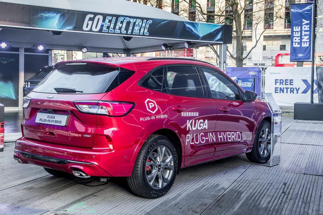 Ford Kuga藉由第四代車型發表後,也順應潮流推出了Plug-in Hybr...