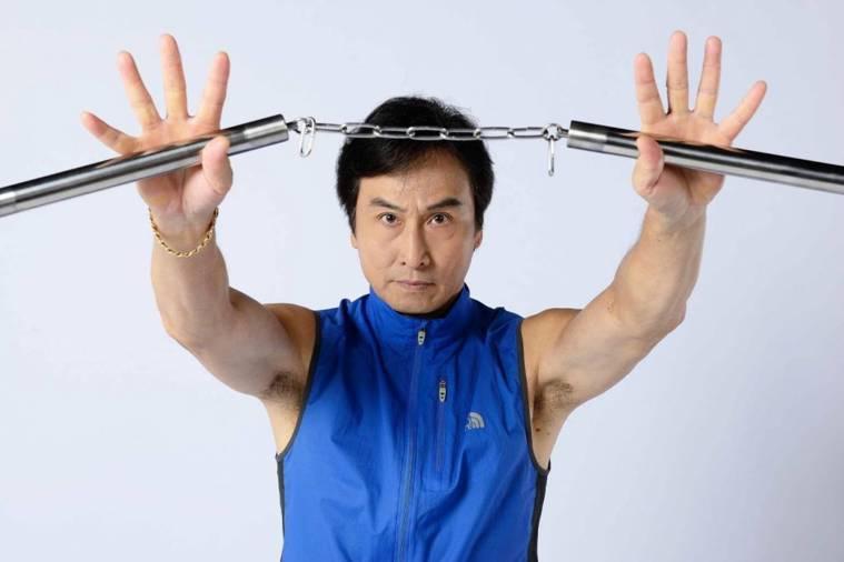 ▲喜歡武功的他,常和朋友練習各種拳法,精通刀、劍、棍、戟。(圖/衛子雲提供)