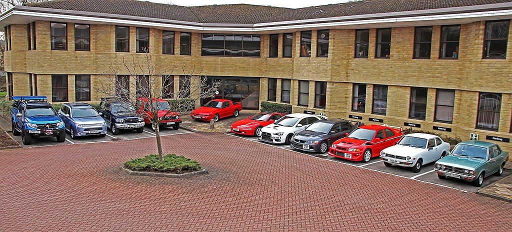 英國三菱汽車分公司大量釋出原廠收藏經典車,當中包括越野車、賽車、性能車等並交由拍...