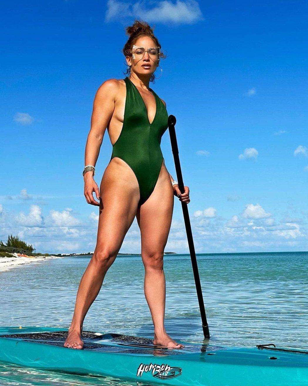 珍妮佛洛佩茲年過半百仍身材超火辣。圖/摘自Instagram