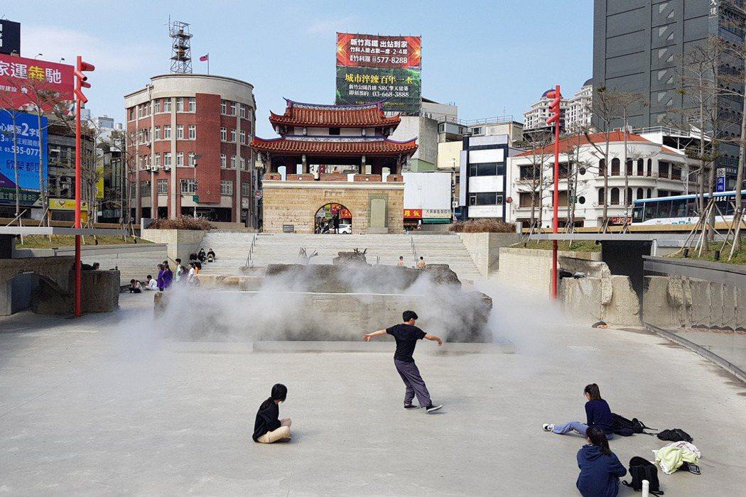新竹東門城廣場歷經改造後於今年初重新開放,經常可見民眾聚集。 圖/聯合報系資料照