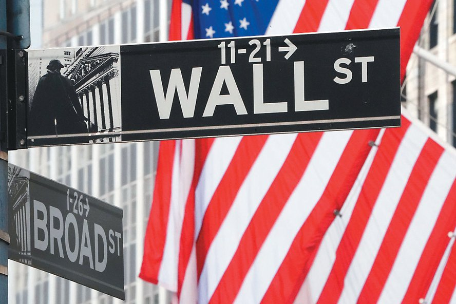 美國公債殖利率仍在一年來高檔區,全球股債市震盪。 路透