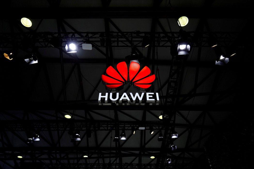 華為宣布今年起收取5G專利費,為拜登政府上台後的美中科技戰,演出新劇碼。 路透
