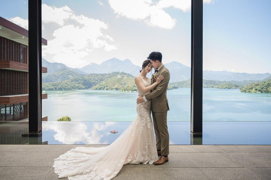 日月潭的山光水色,寓意著山水為證日月相映,是台灣舉辦婚禮首選之地,受到不少新人青...