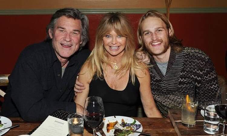 懷亞特羅素(右起)的雙親是都曾在好萊塢大紅過的歌蒂韓和寇特羅素。圖/摘自face...
