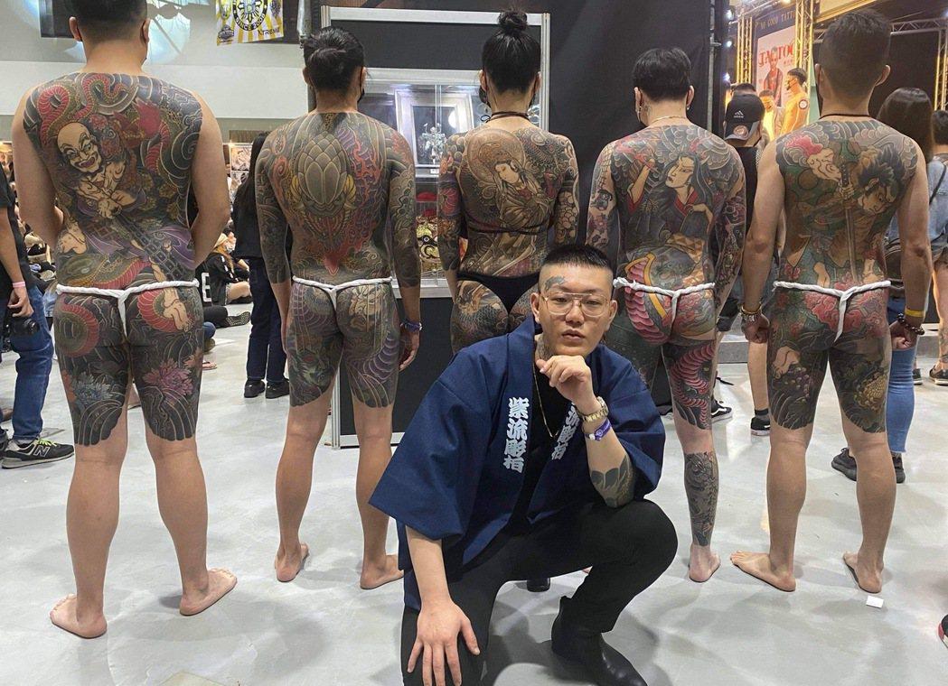 饒舌團體187INC團員彫柏從事專業刺青工作長達10年,至少幫上萬名客人刺青。圖...