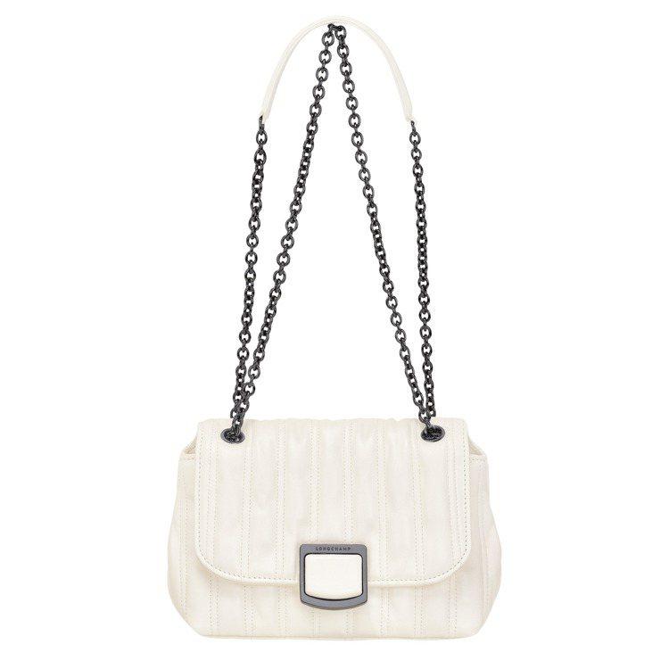 Brioche象牙白斜背袋,26,400元。圖/LONGCHAMP提供