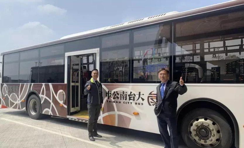 原屬公路總局新營到嘉義朴子、好美里、布袋的三條公車,今天起納入大台南公車系統。圖...