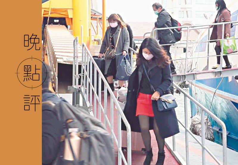 金馬小三通從去年2月10日停航至今,金門縣日前向陸委會提出「金廈防疫泡泡」 方案,每兩周只開一班船,旅客上限77人,仍須14天隔離。圖/聯合報系資料照片