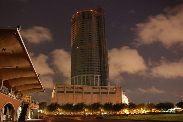 香格里拉台南遠東飯店本周六(27日)再度響應「Earth Hour關燈一小時」,...