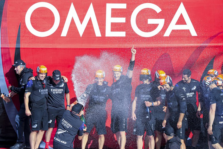 OMEGA則先後於2000、2003年擔任美洲盃官方指定計時廠商,並在2021年...