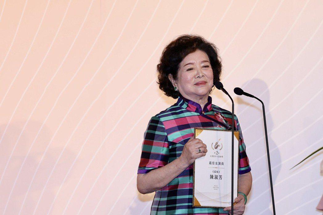 陳淑芳獲台灣影評人協會年度最佳男演員,笑說「人生80才開始」。記者李政龍攝
